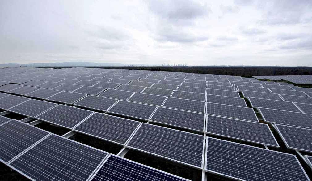 cuanto-ahorrariamos-realmente-en-la-factura-de-la-luz-con-placas-solares.jpg