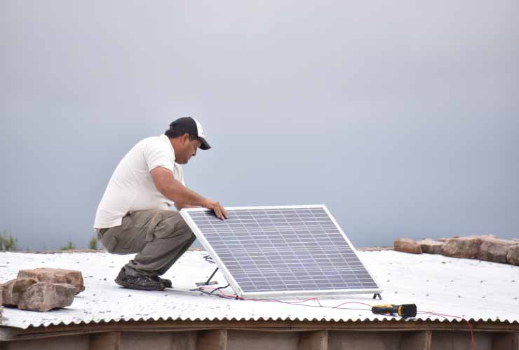 nuevas-familias-recibiran-su-pantalla-solar