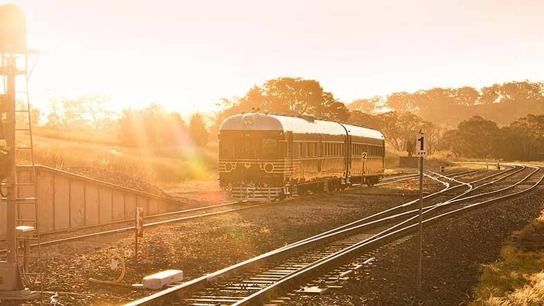 conoce-el-primer-tren-solar-del-mundo-un-viejo-vehiculo-de-1949-que-vive-una-segunda-vida-gracias-a-la-electricidad