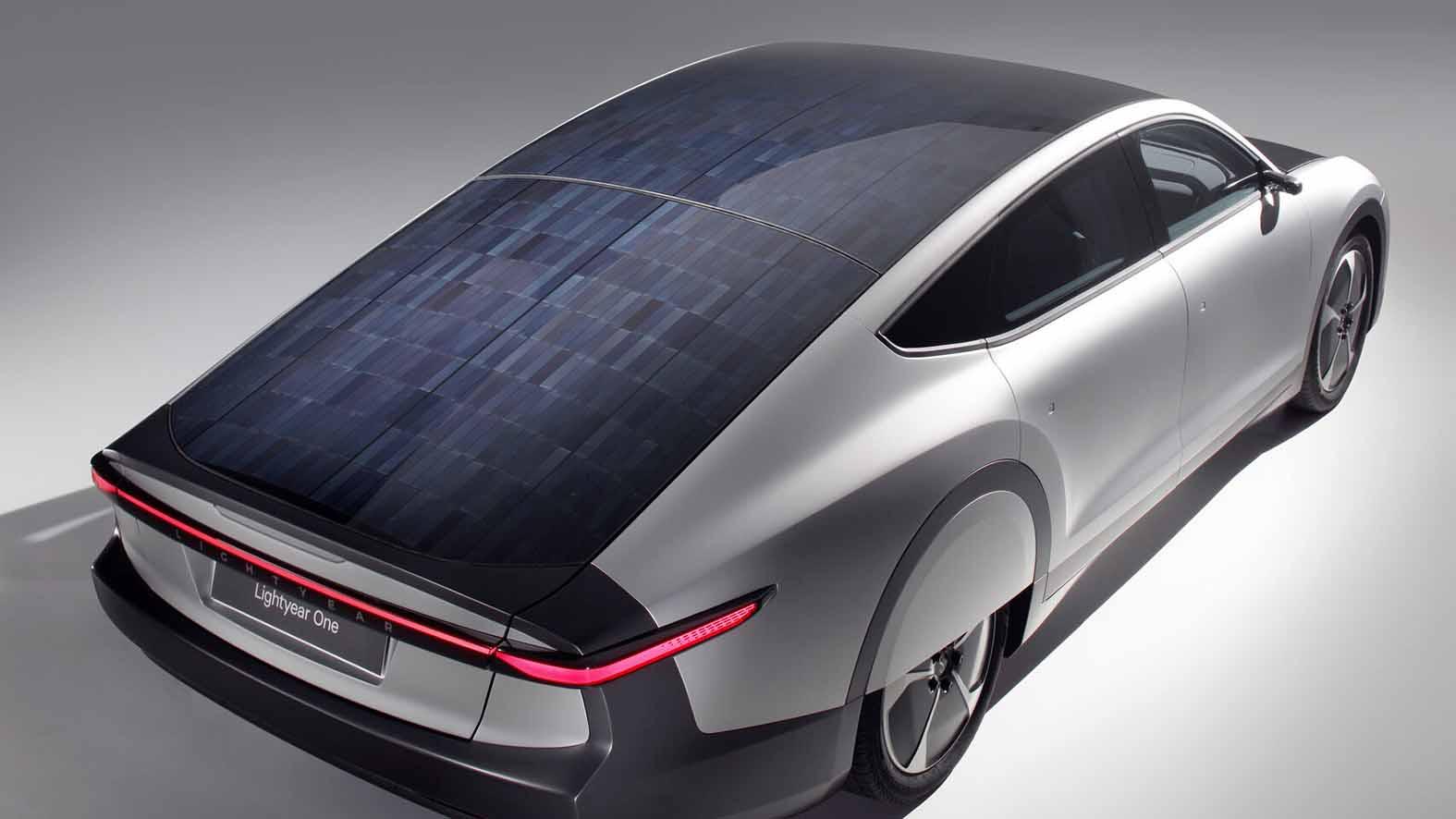 el-coche-de-energia-solar-de-150-000-euros-dos-espanoles-en-la-lista-mundial-de-espera
