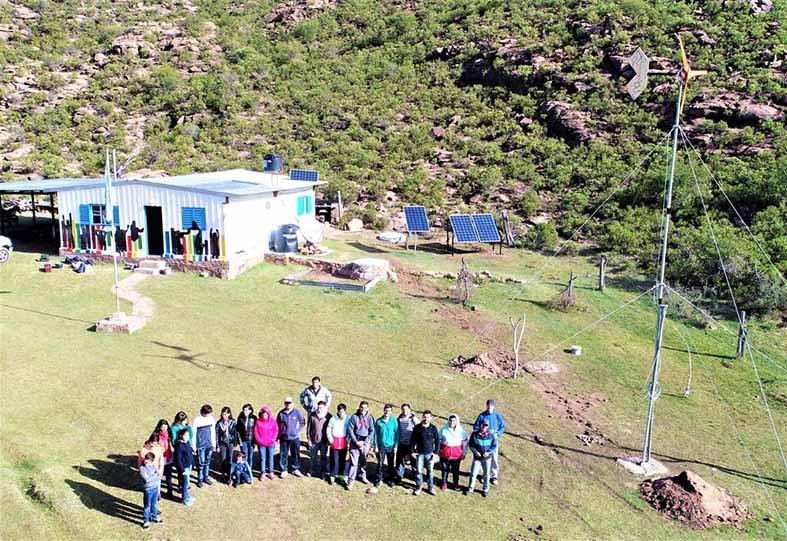 instalan-paneles-solares-y-un-aerogenerador-en-una-escuela-rural-de-san-luis