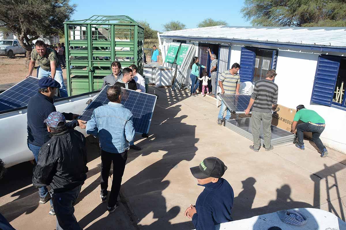 con-heladeras-solares-y-materiales-rurales-el-gobierno-provincial-mejoro-la-calidad-de-vida-de-26-familias-de-6-parajes