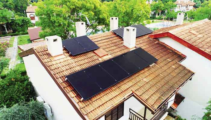 تركيا تسمح بتركيب ألواح الطاقة الشمسية على أسطح المنازل وبيع الطاقة الفائضة دون موافقة رسمية