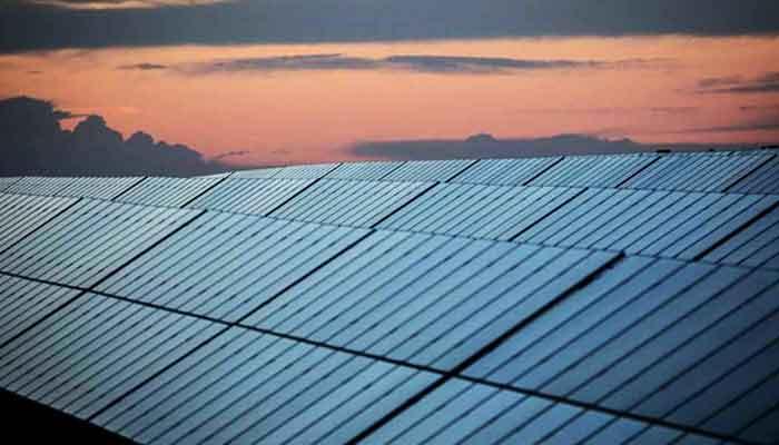 300-يوم-من-الطاقة-النظيفة-دولة-صغيرة-في-إن