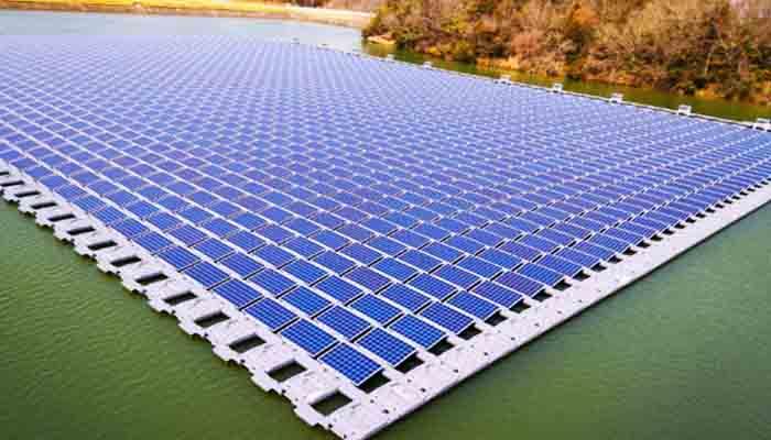 ため池で水上メガソーラー、4600枚のパネルを浮かべ1.24MWの発電