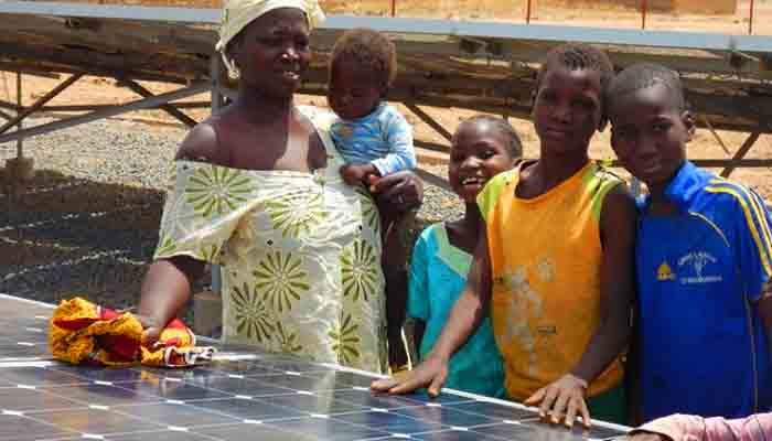 un-village-du-mali-se-convertit-au-solaire