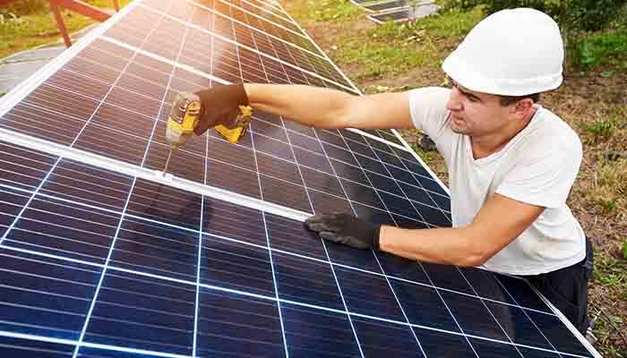 uafs-shines-light-on-solar-certificate-program-2